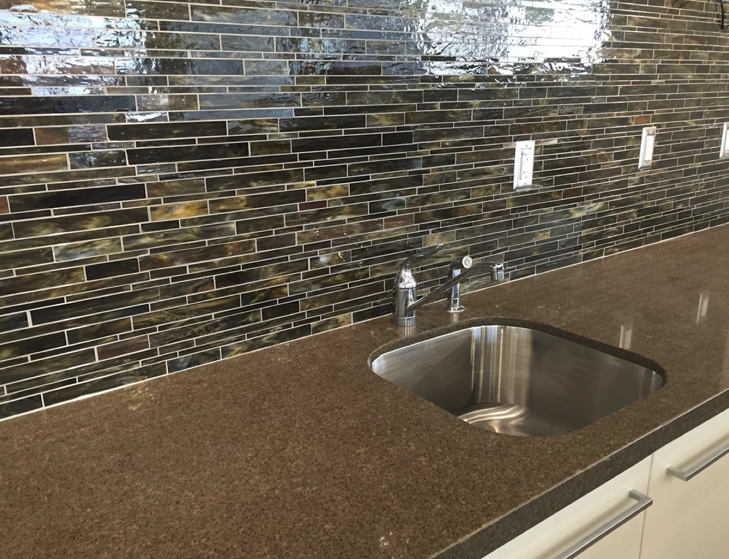 January 2016 tileletter this close up shows the beauty of serenade glass mosaic tiles used for the backsplash in dailygadgetfo Gallery